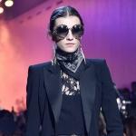model-wearing-round-sunglasses